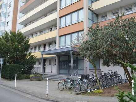 Viel Platz , Viel Licht ! Schön geschnittene 3 Zimmer - Wohnung mit Garage !