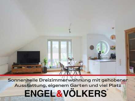 Sonnenhelle Dreizimmerwohnung mit gehobener Ausstattung, eigenem Garten und viel Platz