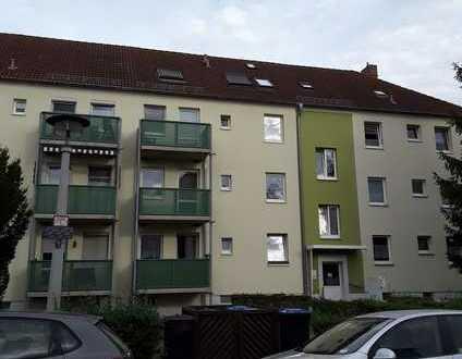 Zwei geräumige und modernisierte Wohnungen - vermietet - direkt vom Eigentümer!