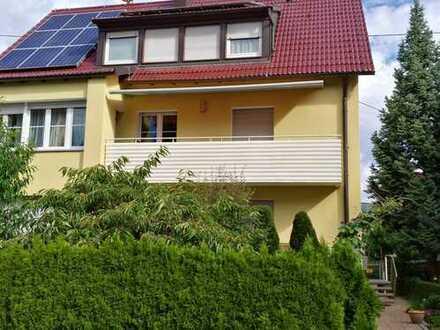 Ruhige und helle 3,5-Zimmer-EG-Wohnung mit Balkon, EBK und Garten in Fellbach-Schmiden