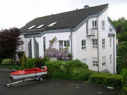 Siegen: schöne 2ZKB-Wohnung mit Carport-Stellplatz in sehr gepflegten Mehrfamilienhaus!