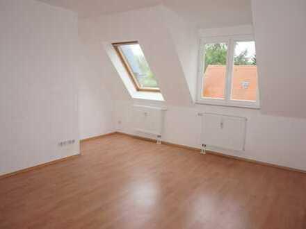 TOP Single-Wohnung mit Laminat im DG mit sep. Küche !!!