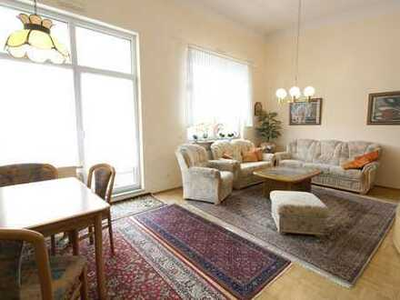 RESERVIERT: Helle 2-Zimmer-Wohnung mit Terrasse und Pergola in guter Lage!