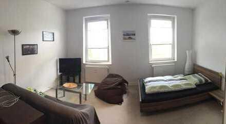 Möbiliertes, großes Zimmer zur Zwischenmiete in perfekter Lage