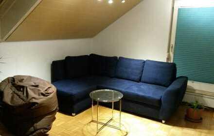 Gepflegte 2,5-Zimmer-Dachgeschosswohnung mit EBK in Oedheim