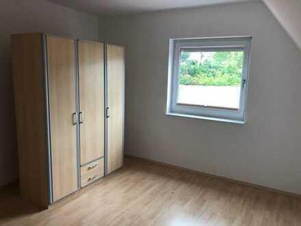 Gemütliches teilweises möbliertes Zimmer in netter 4er WG