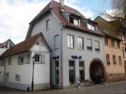 Großzügige 2-Zimmer-Maisonette mit Dachterrasse in Ettlinger Altstadt