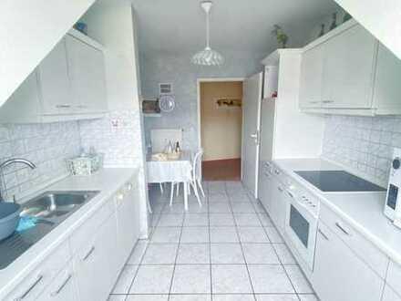 Stilvolle, geräumige und gepflegte 3-Zimmer-DG-Wohnung mit Balkon und EBK in Forchheim