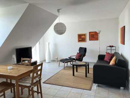 Sehr schöne möblierte 2-Zimmer-Dachgeschosswohnung mit Balkon in Hallbergmoos