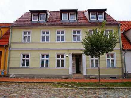 Hauptstadtmakler- Kleines Mietshaus mit Potenzial in Top Lage