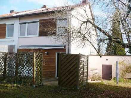 Reiheneckhaus auf Traumgrundstück mit sechs Zimmern in Altdorf bei Böblingen