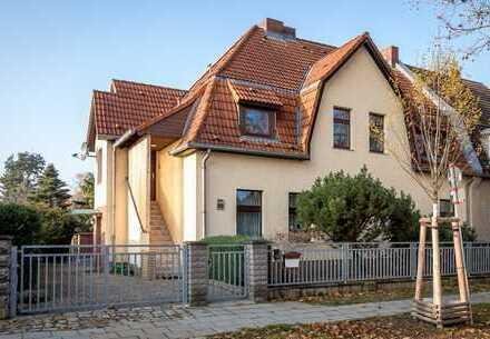 Provisionsfrei! Großes 2-Familien-Haus mit Remise und gepflegtem Garten