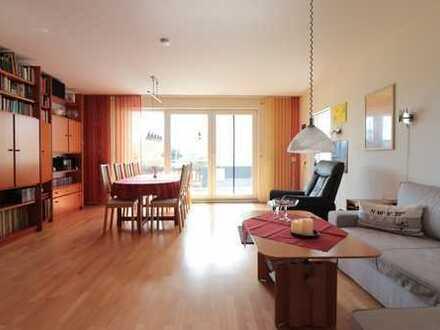 Große lichtdurchflutete 4-Zimmer-Wohnung mit Balkon und EBK in Darmstadt
