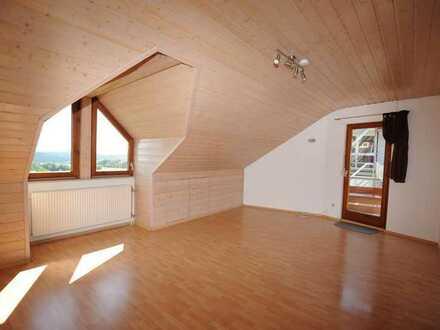 Gepflegte 3-Zimmer Wohnung mit zwei Balkonen und Carport