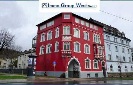 Geräumige Altbauwohnung mit Balkon und Pkw-Stellplatz