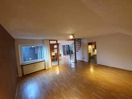Modernisierte 4-Zimmer-Maisonette-Wohnung mit Balkon und EBK in Postbauer-Heng