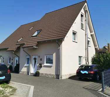Gepflegte 5-Zimmer-Doppelhaushälfte in Weisenheim am Sand