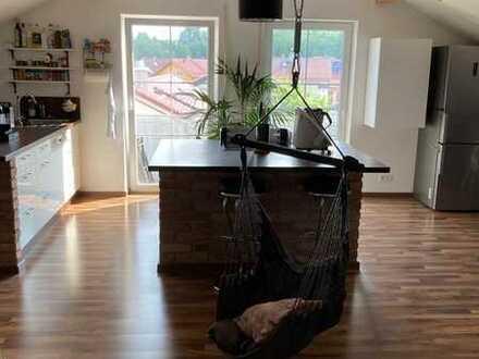 Traumhafte 2-Zimmer-Dachgeschosswohnung mit Balkon und Einbauküche in Maitenbeth