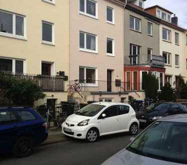 Exklusive, sanierte 2-Zimmer-Wohnung mit Balkon und EBK in Bremen-Flüsseviertel