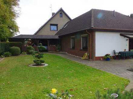 Großzügiges Einfamilienhaus und vermieteter Bungalow auf einem Grundstück zzgl. Angebot Bauplatz