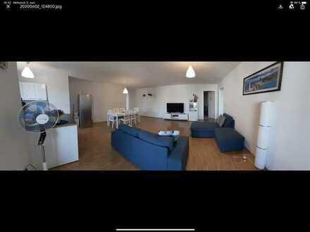 Neuwertige 5-Zimmer-Wohnung mit Balkon und EBK in Sulzbach (Taunus)