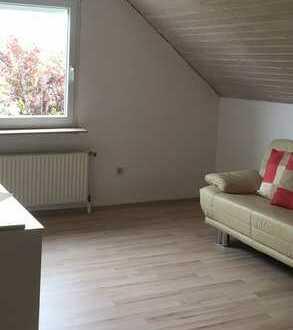 Modernisierte 2-Zimmer-Dachgeschosswohnung mit EBK in Fränkisch-Crumbach