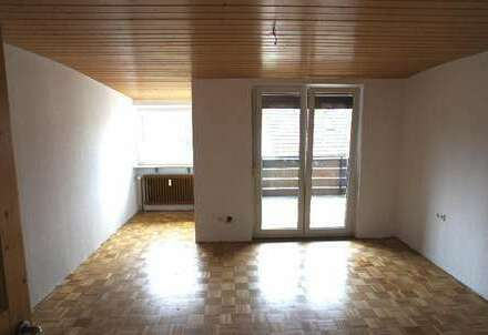 + große Wohnung im DG - neu renoviert +