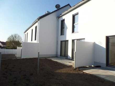 Neubau! Haus (01) mit Garten, ausgebautem Dachboden/Studio, Stellplatz + Carport! Provisionsfrei!