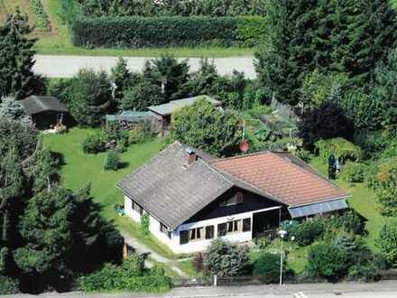 Wohnhaus mit großem Grundstück - Idyllisch und ruhig gelegen!