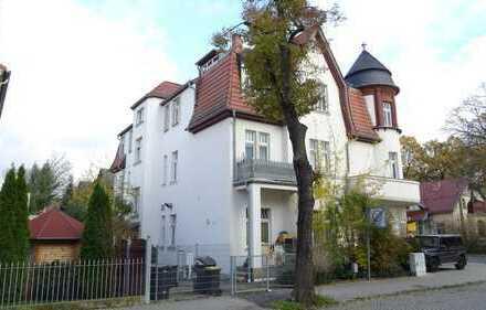 Großzügige, WG-geeignete 4 Zimmerwohnung zu vermieten. Zentrale Lage!