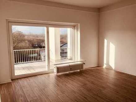 Exklusive, geräumige 2-Zimmer-Wohnung mit Balkon und EBK in Kiel-Projensdorf