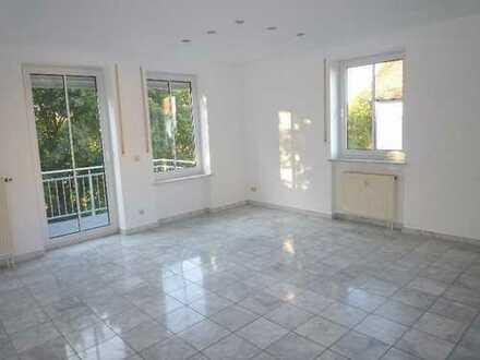 Ch.Schülke Immob., nähe Freising-schicke 3-Zi.-Wohnung mit Balkon und TG-Stellplatz