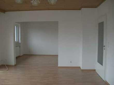 Vollständig renovierte 4-Raum-Wohnung mit Balkon in Seukendorf