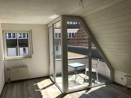 Vollständig renovierte Wohnung mit zwei Zimmern sowie Balkon und Einbauküche in Alzey