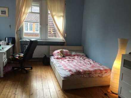 Großes helles Zimmer in zentralgelegener Jugendstil Villa zu vermieten