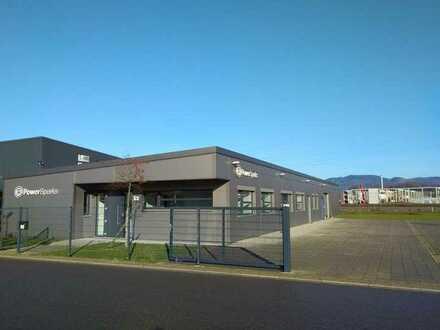 Modernes Büro- und Produktionsgebäude im Elektronikbereich