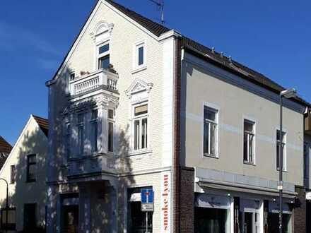 Soller Immobilien: 1 Zimmer Apartment mit Balkon im Dachgeschoß in der Vegesacker City!