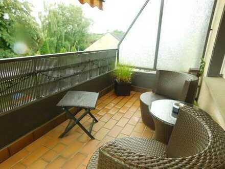 Gepflegte Wohnung mit 3 Schlafzimmern Balkon und Garage !!!
