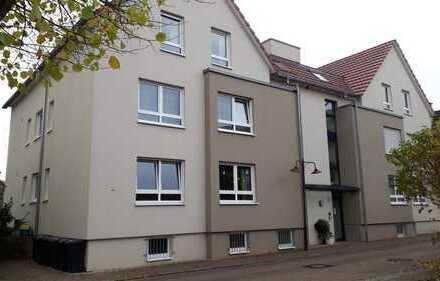 Neuwertige 3-Zimmer-EG-Wohnung mit Gartenanteil und Einbauküche in Wiernsheim