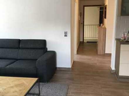 Exklusive, sanierte 2-Zimmer-DG-Wohnung mit Einbauküche in Offenbach