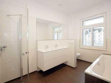 SANIERTER ALTBAU +++ 4-Raum-Wohnung mit großzügiger Küche, Wohlfühlbad, Gäste-WC und Balkon