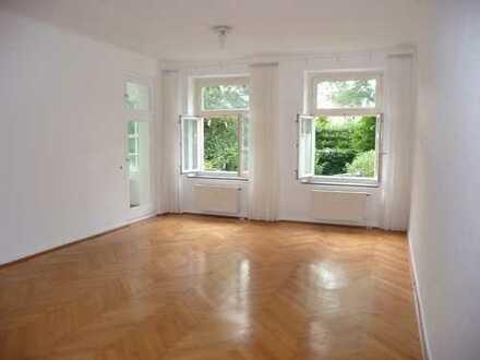 Wunderschöne 3-Zimmer-Altbau-Wohnung mit Veranda am Südring