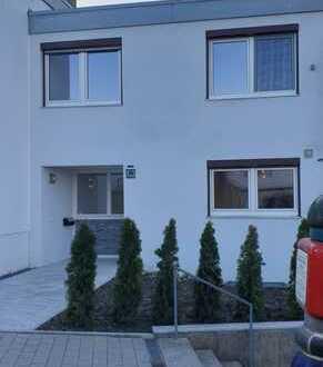 Großer Garten!! Modernisiertes, nett geschnittenes Reihenmittelhaus mit EBK und Garage
