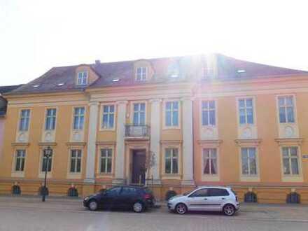 Zentral gelegene 4-Zimmer-Wohnung mit Einbauküche und Balkon in Neuruppin