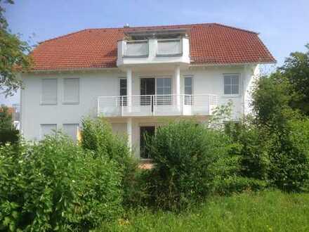 Neuwertige 3-Zimmer-Wohnung mit Balkon und Einbauküche in Friedberg