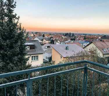 4-Zimmer-Wohnung mit Balkon und Einbauküche - WG geeignet & RENOVIERT!