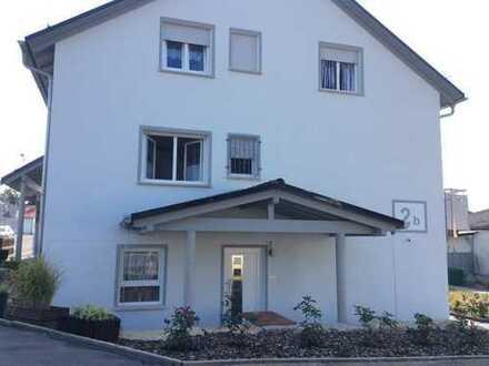 Modernisierte 2-Zimmer-Dachgeschosswohnung mit Einbauküche in Buseck-Trohe