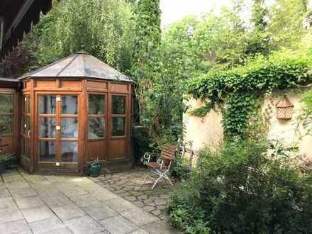Brück Immobilien - Charmante, modernisierte Doppelhaushälfte mit schön eingewachsenem S/W-Garten