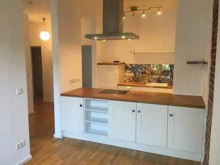 Attraktive 3-Zi.-Wohnung (75 m²) mit modernem Bad, großer offener Küche und Balkon in zentraler Lage