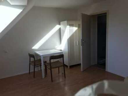Gepflegte DG-Wohnung mit einem Zimmer und Einbauküche in Lahr/Schwarzwald